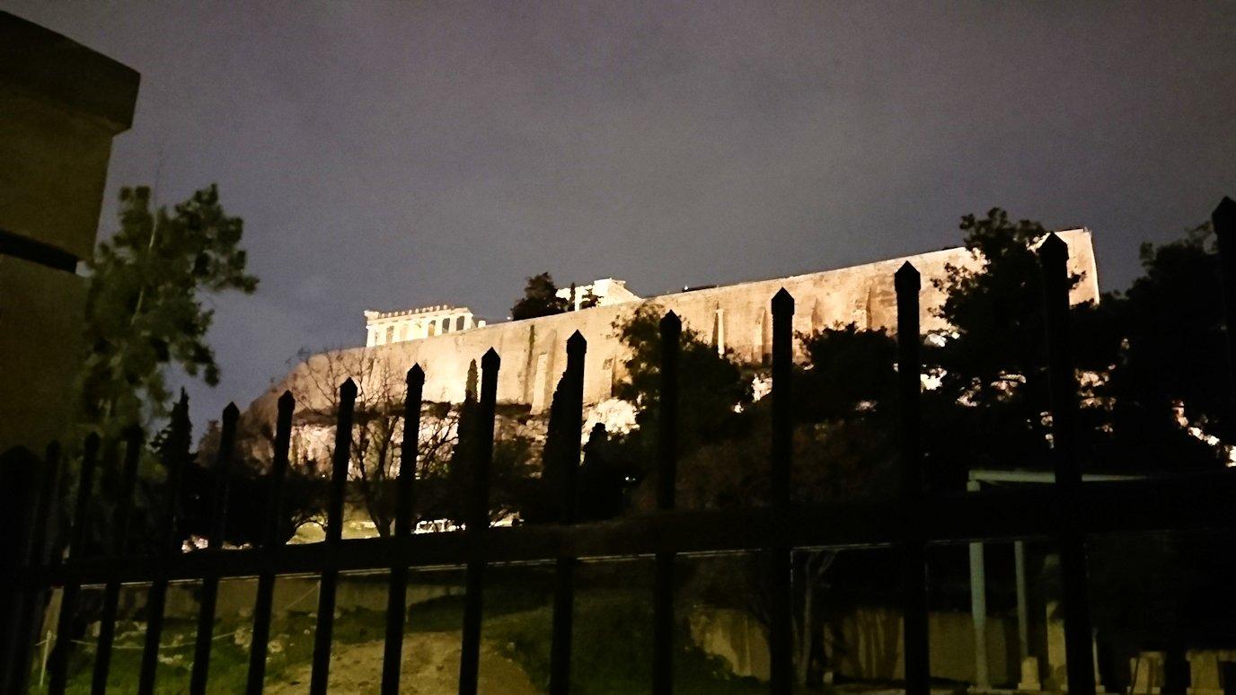 アテネの夜のアクロポリス周辺で写真撮影位置を探す5