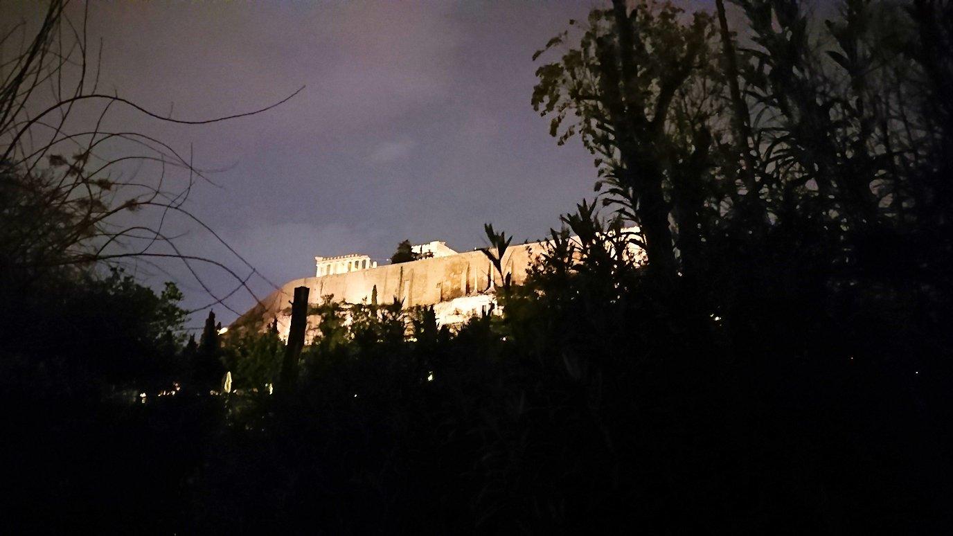 アテネの夜のアクロポリス周辺で写真撮影位置を探す7
