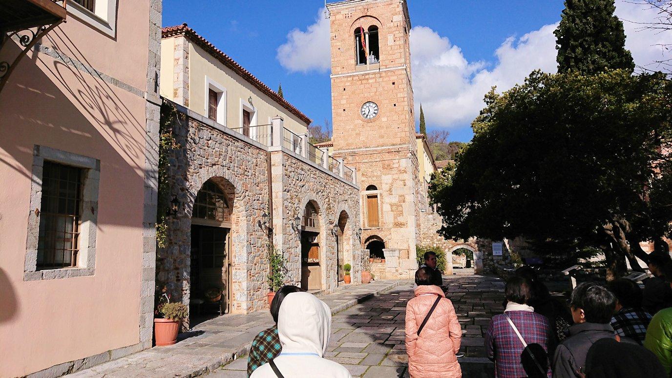 オシオス・ルカス修道院の入口の前のお土産物屋さんにて