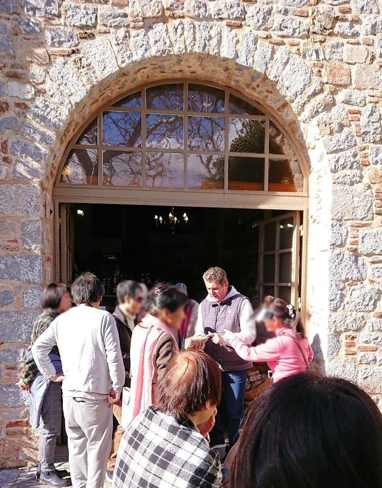 オシオス・ルカス修道院の入口の前のお土産物屋さんにて7