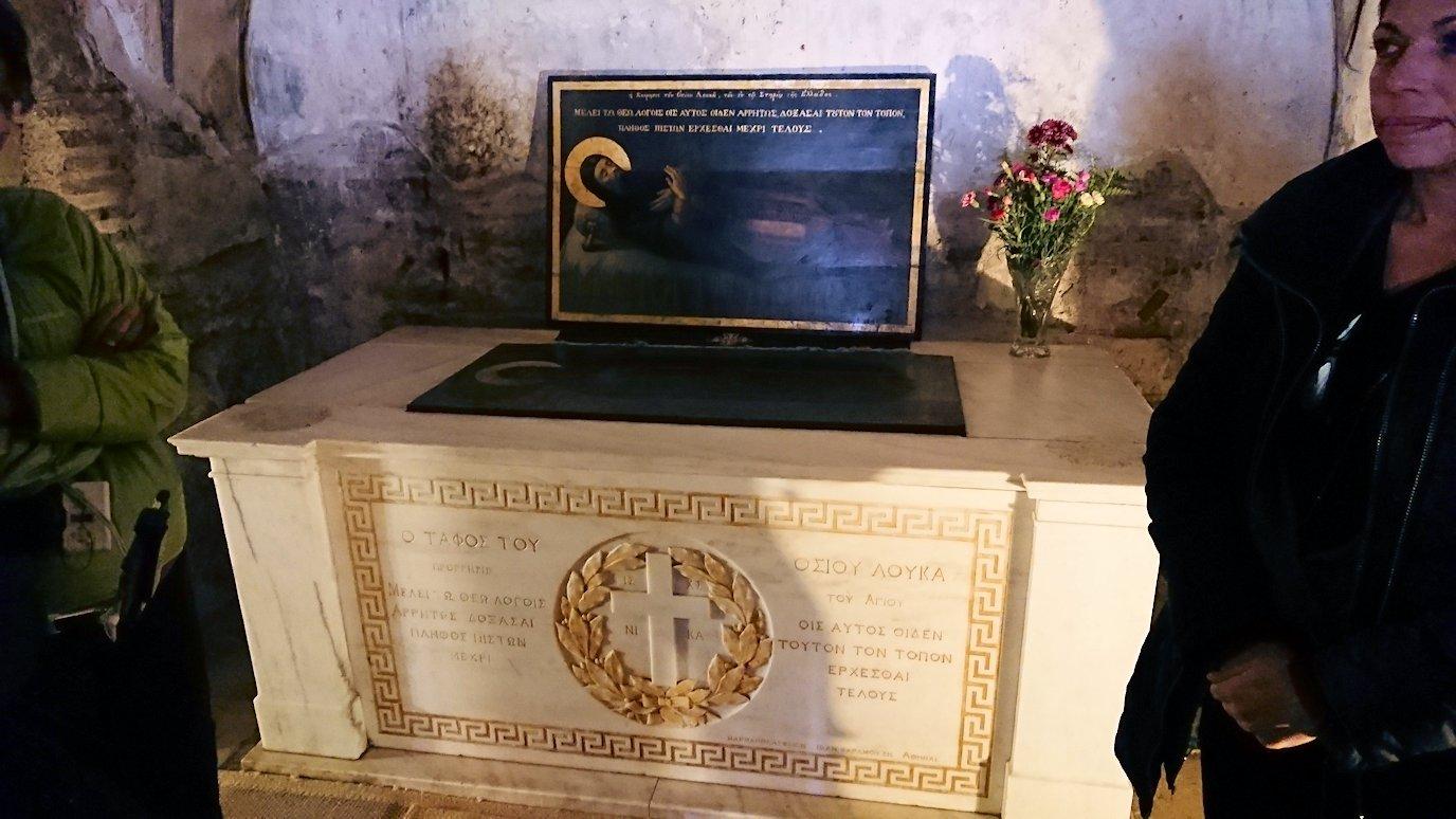 オシオス・ルカス修道院の地下祭壇に向かいます4