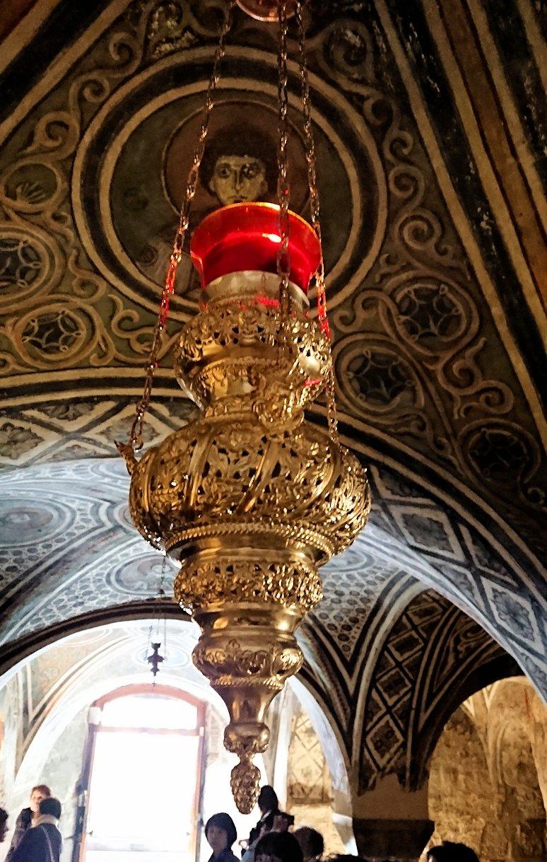 オシオス・ルカス修道院の地下祭壇に向かいます8