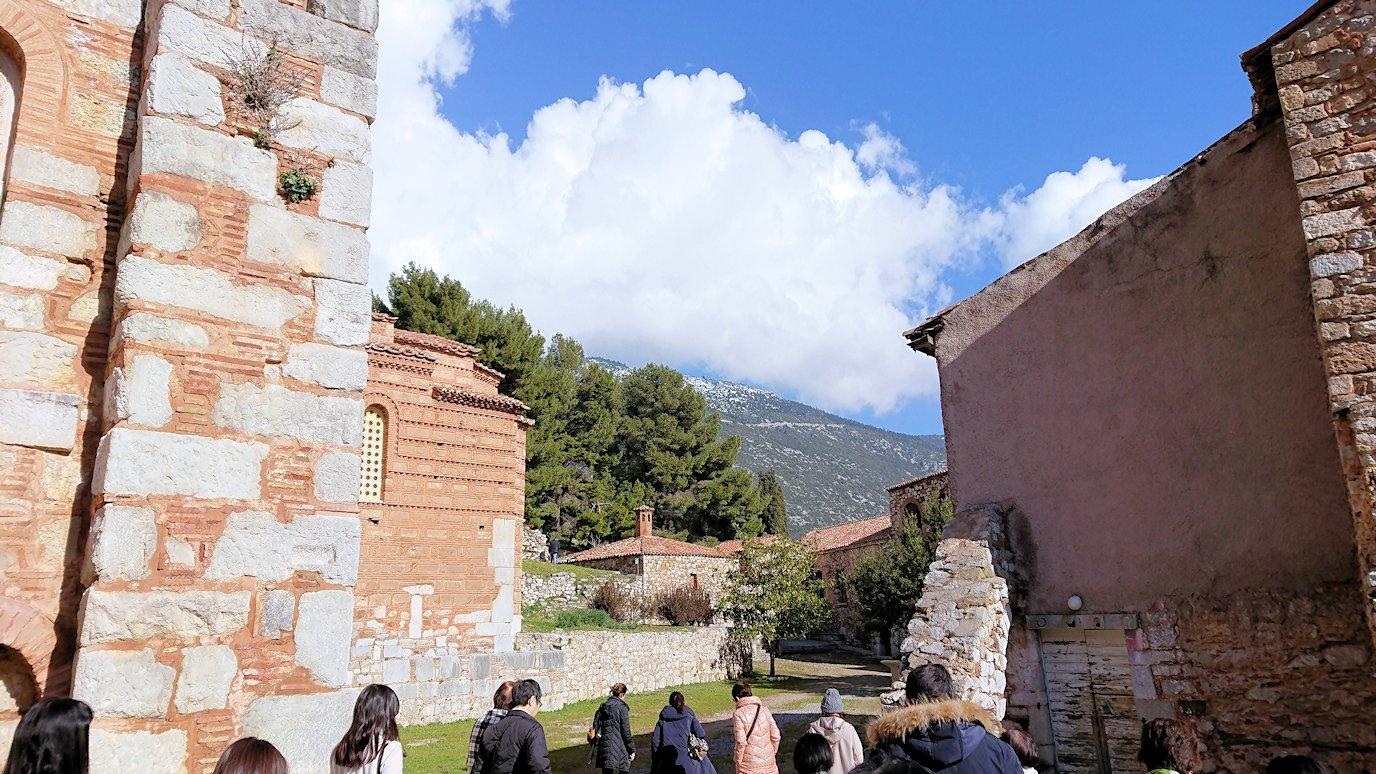 オシオス・ルカス修道院の見晴らしのいい場所で見た景色2