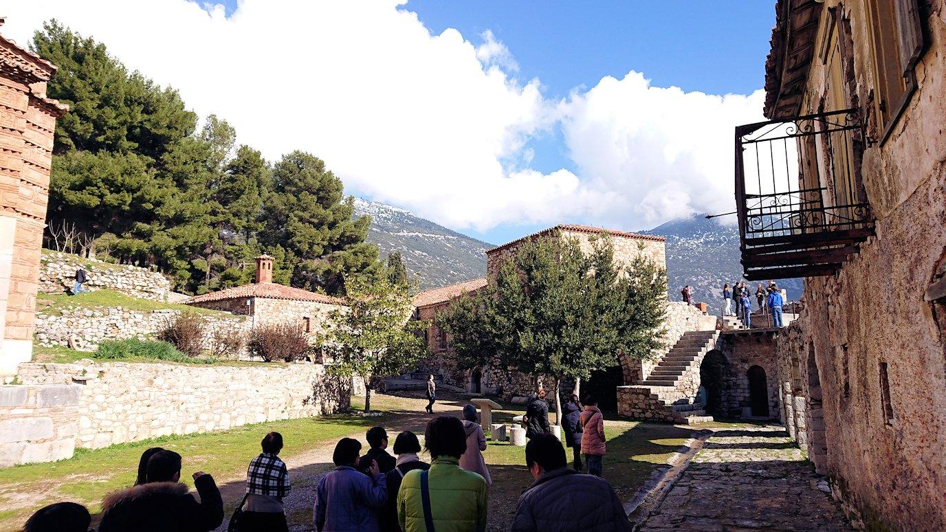 オシオス・ルカス修道院の見晴らしのいい場所で見た景色3
