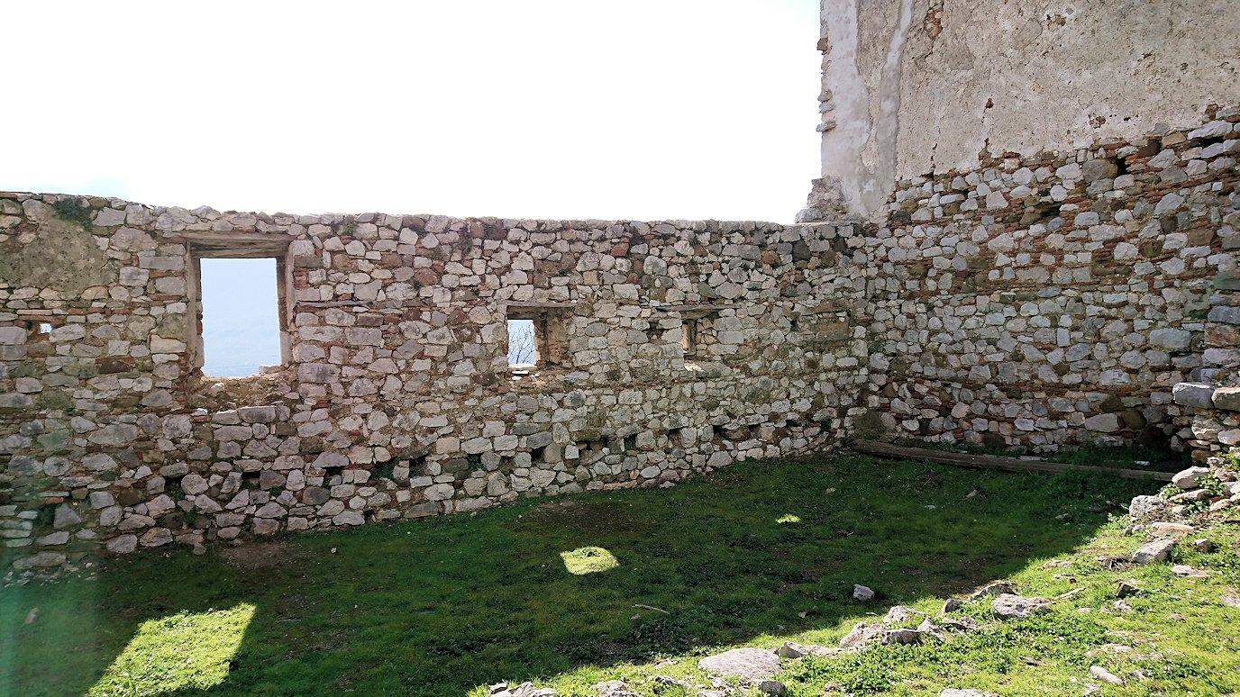 オシオス・ルカス修道院の見晴らしのいい場所にいた美女4