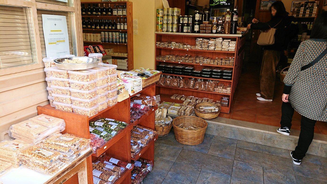 オシオス・ルカス修道院の前のお土産物屋さんで買い物を8