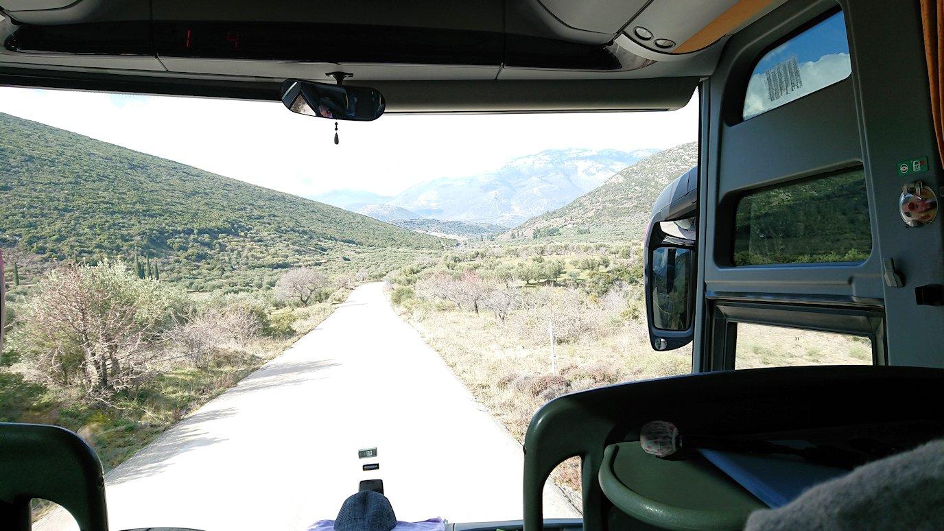 オシオス・ルカス修道院からカラホバに向かう道中の景色2