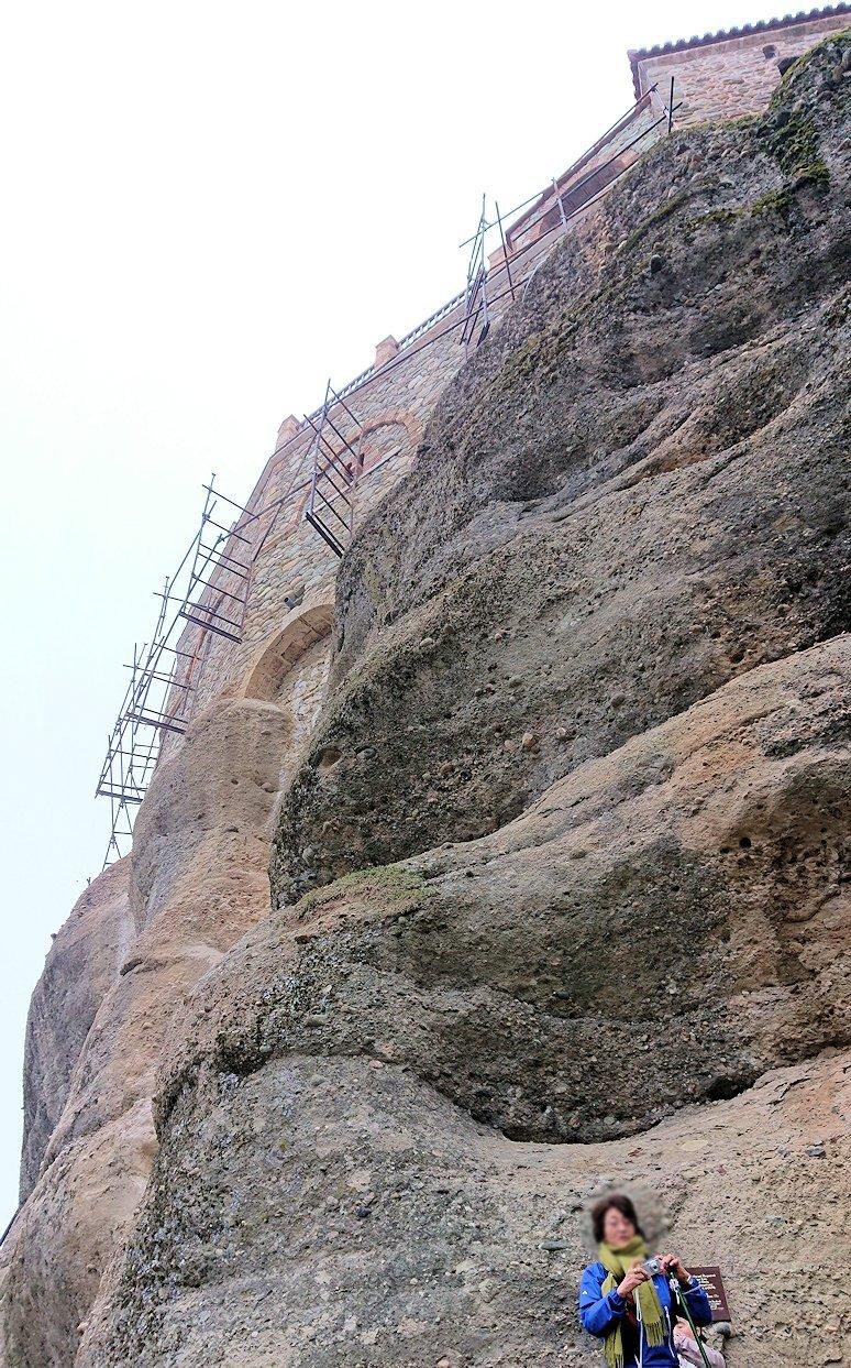 メテオラ地方のアギオス・ニコラオス修道院から出口に向かう8