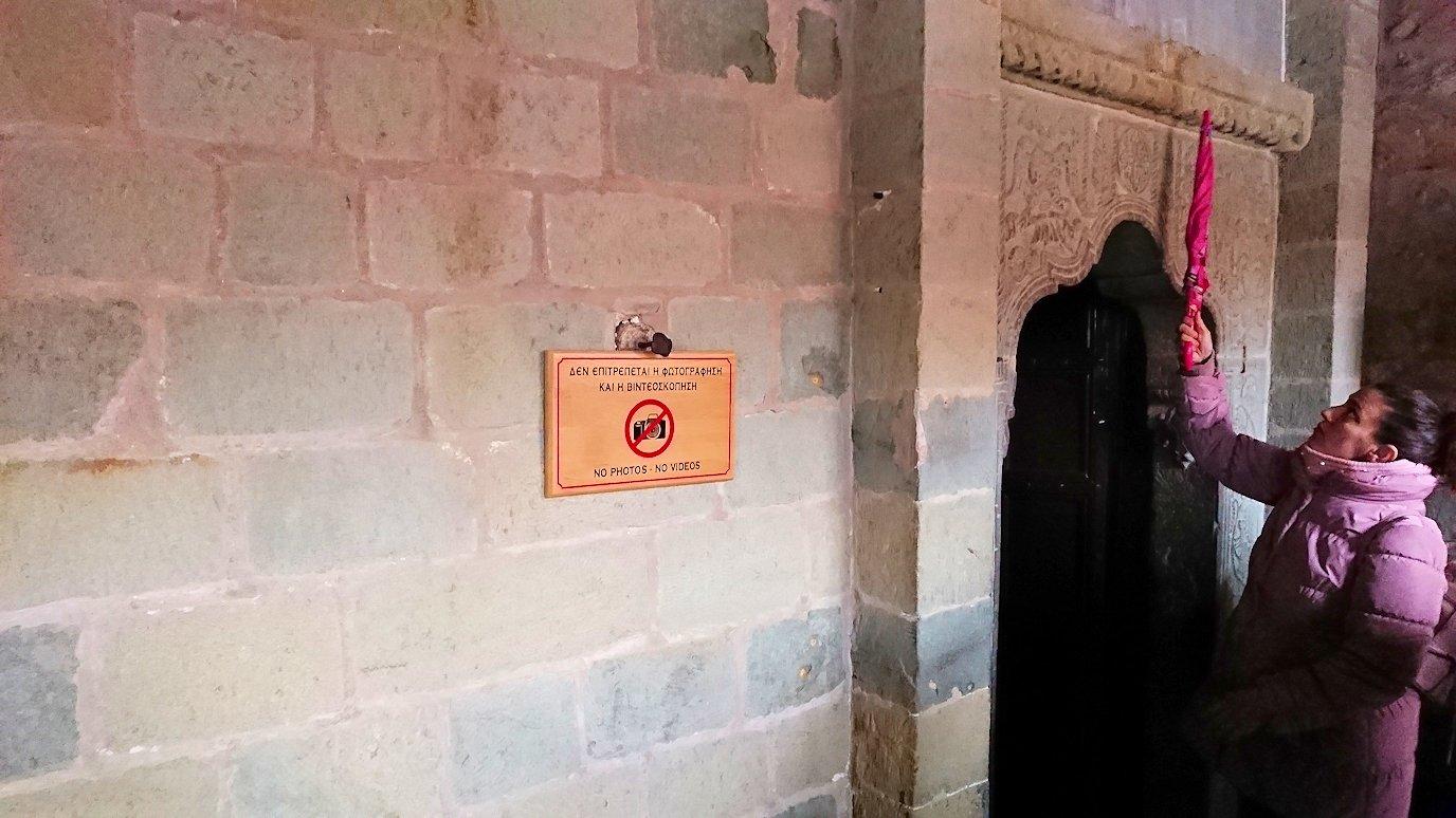 メテオラ地方でアギオス・ステファノス修道院の見学の様子5