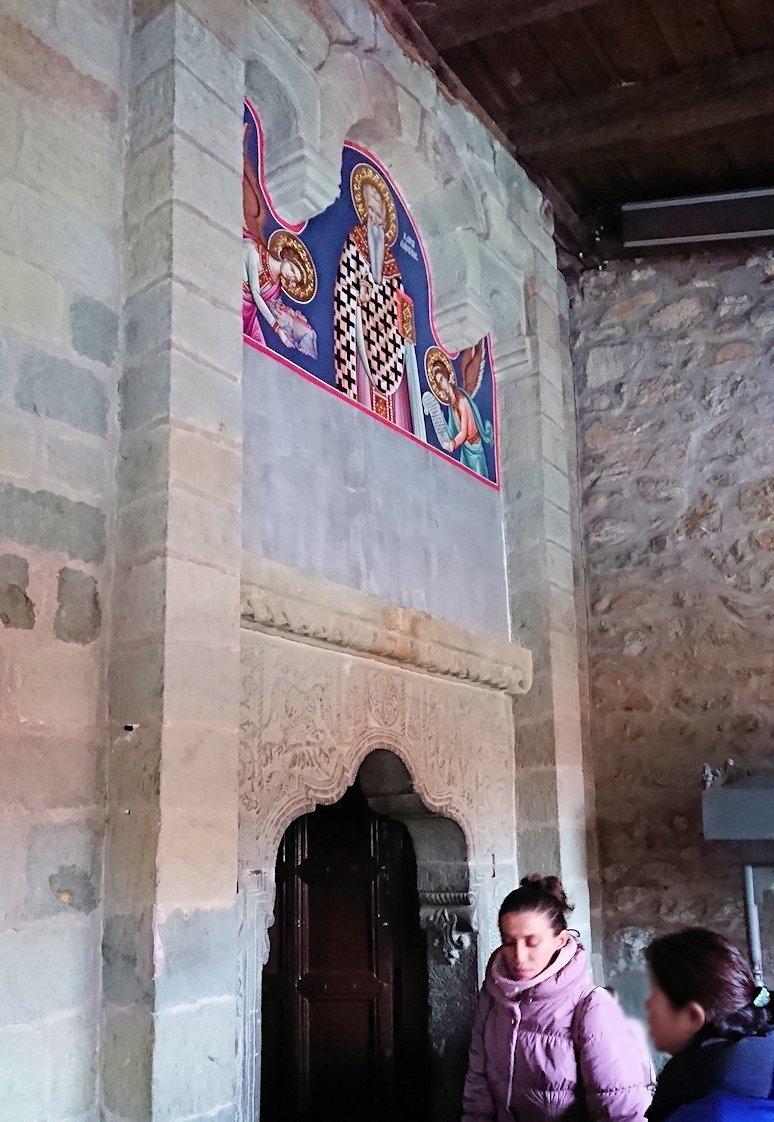 メテオラ地方でアギオス・ステファノス修道院の見学の様子6
