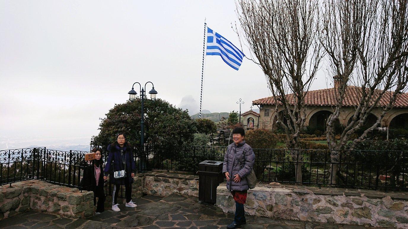 メテオラ地方でアギオス・ステファノス修道院で記念撮影