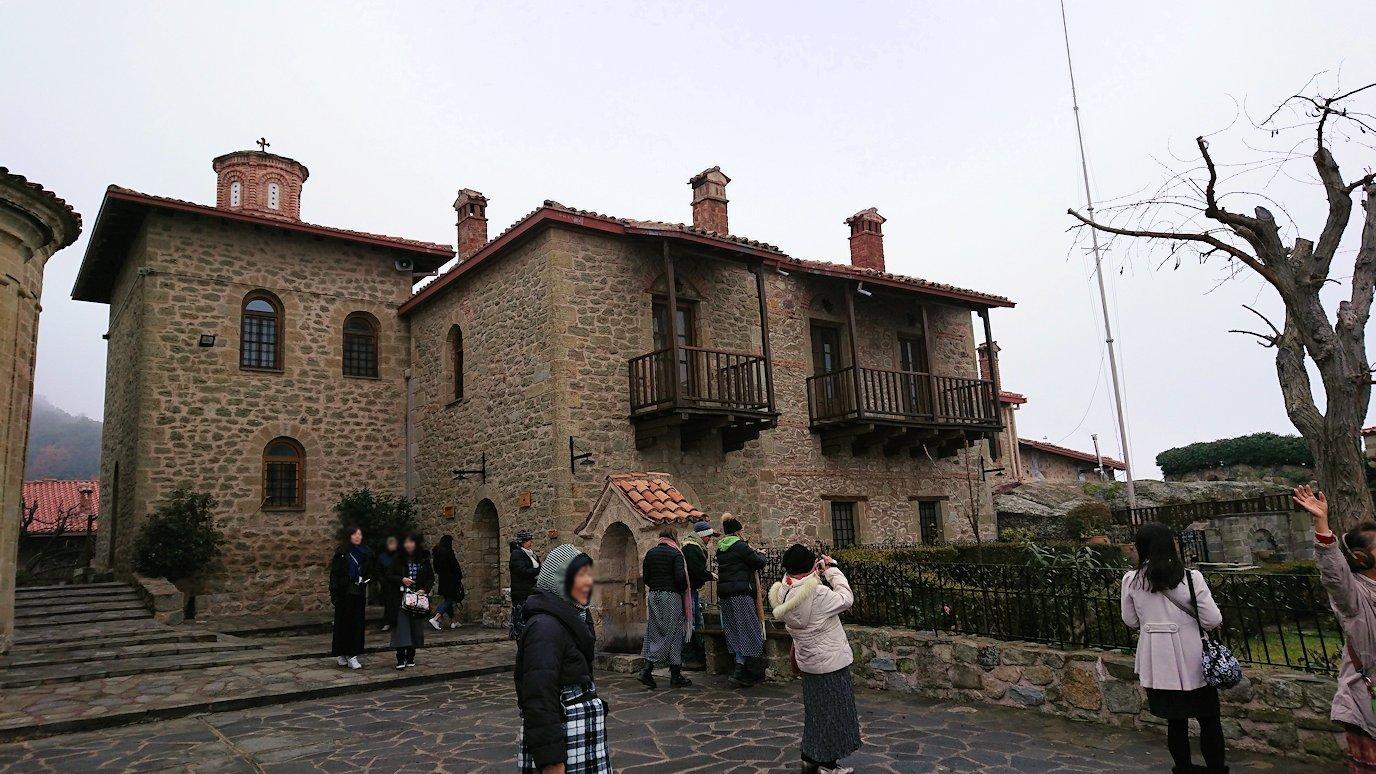 メテオラ地方でアギオス・ステファノス修道院で記念撮影2