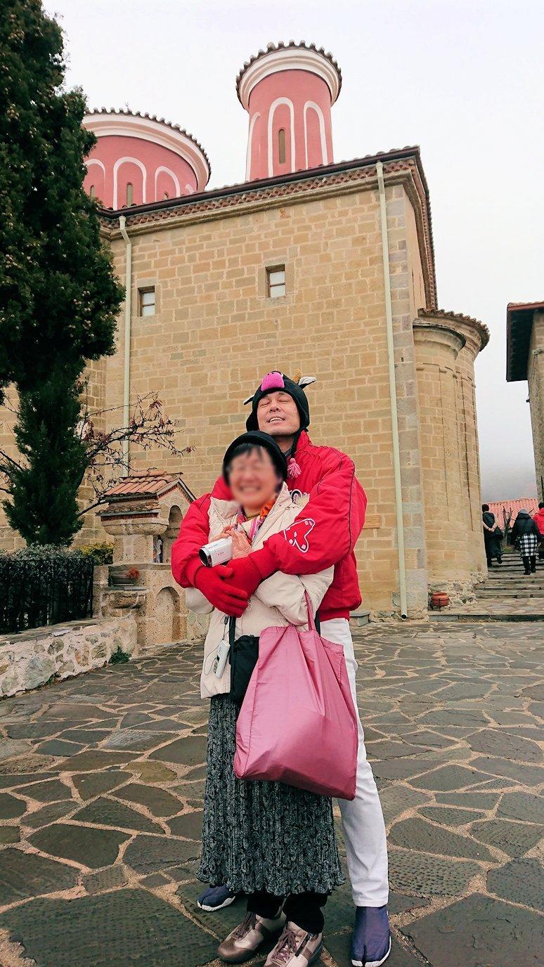 メテオラ地方でアギオス・ステファノス修道院で記念撮影3