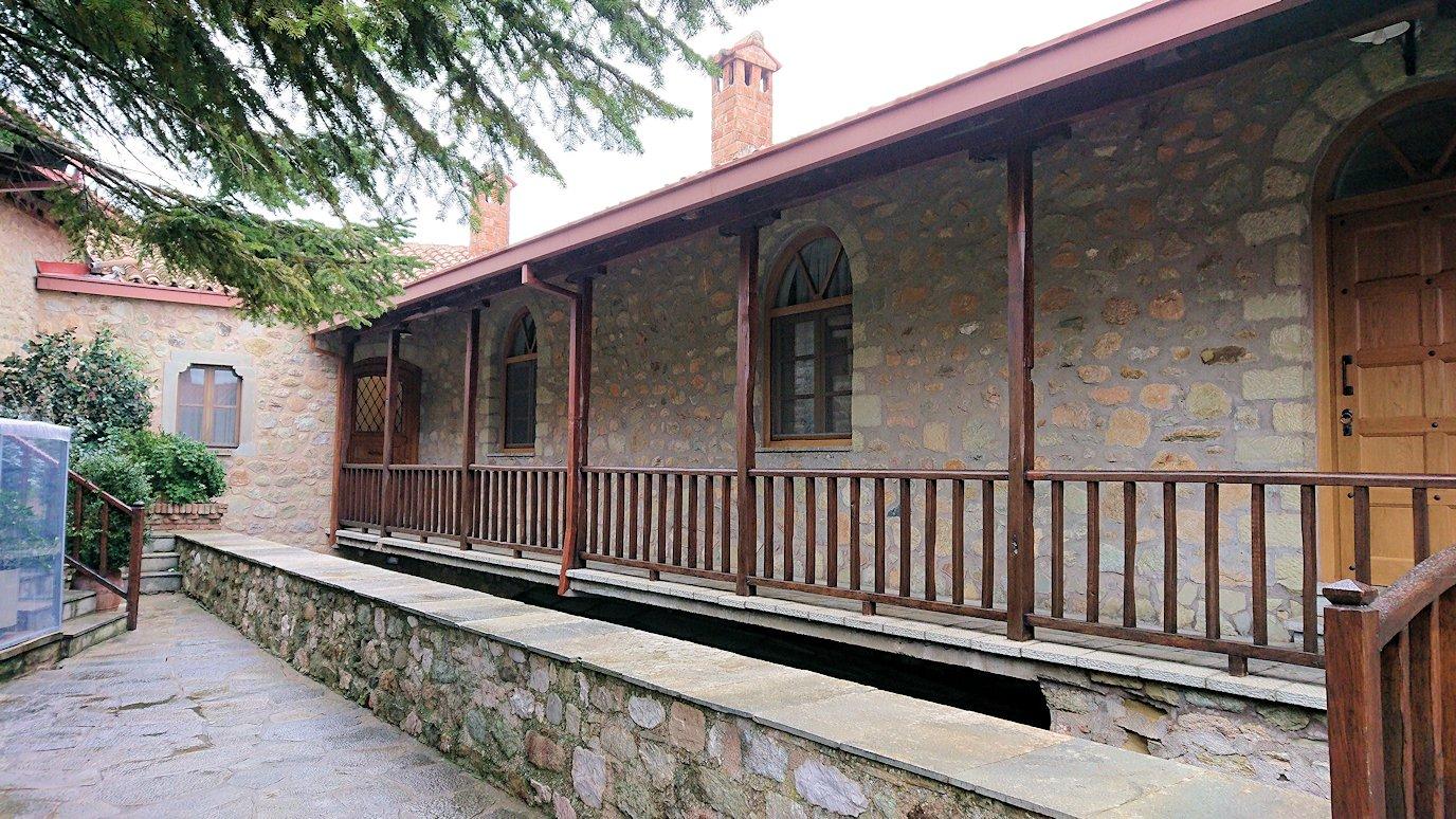 メテオラ地方でアギオス・ステファノス修道院を後にする2