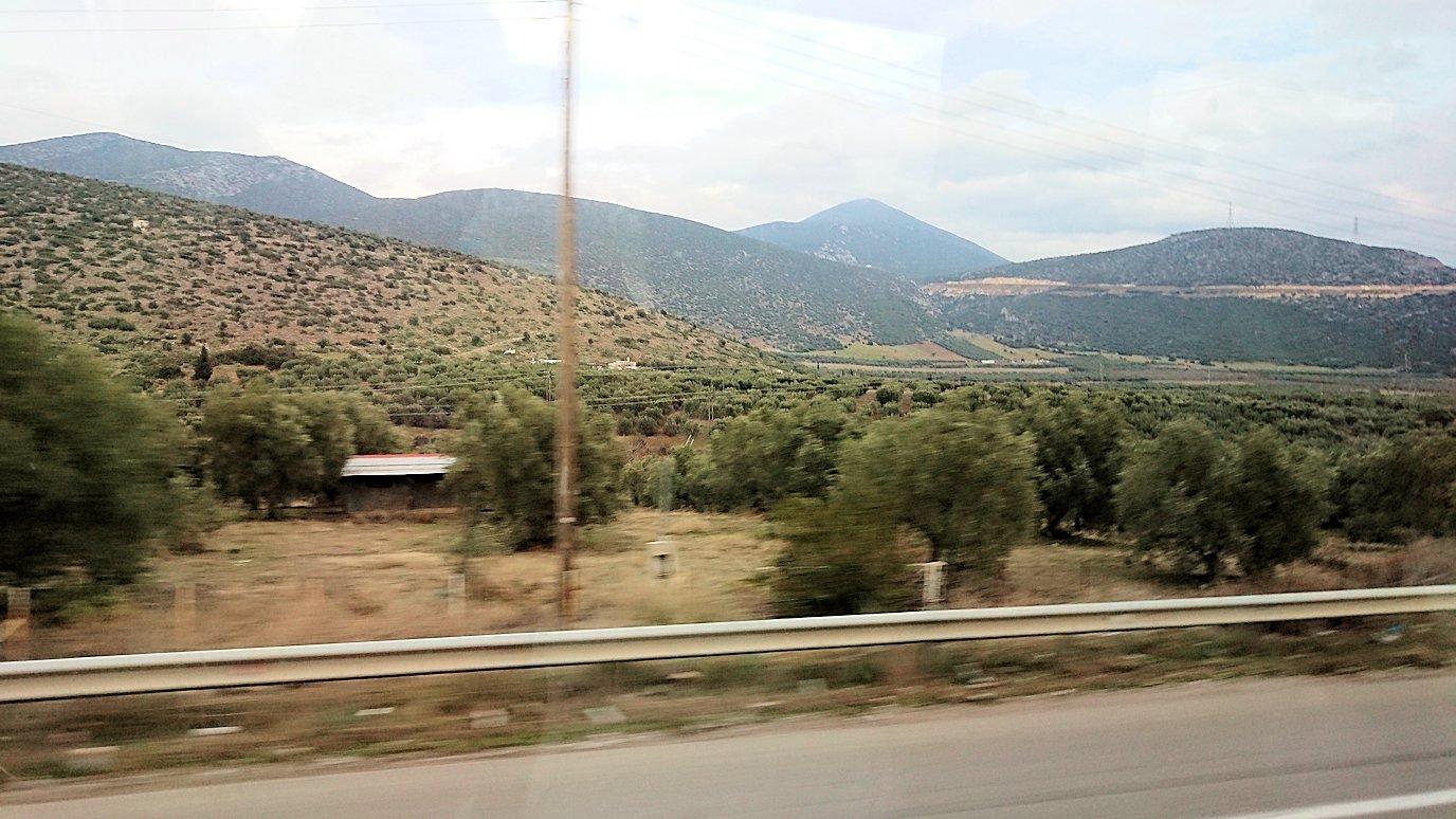ギリシャのトリカラ地方からアテネに向かって移動