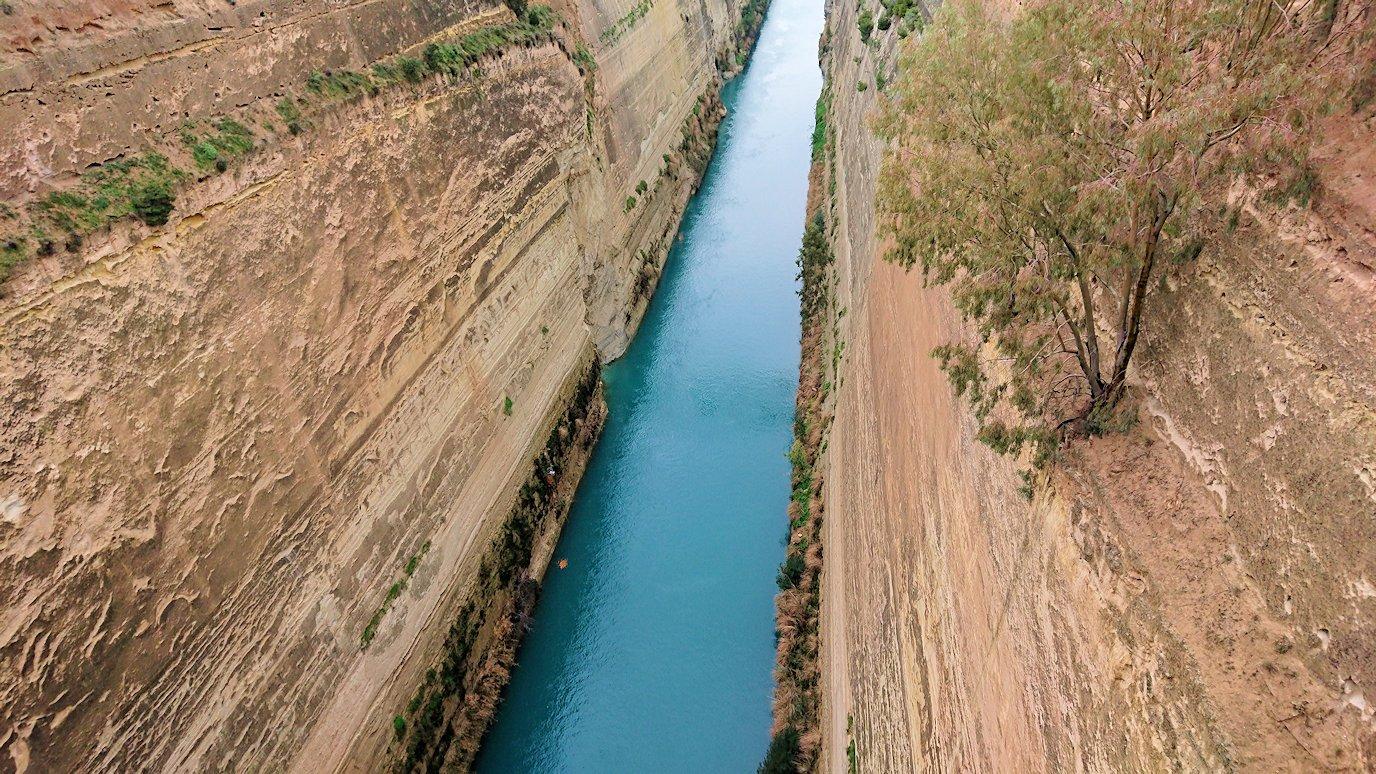 ギリシャのコリントス運河の眺め