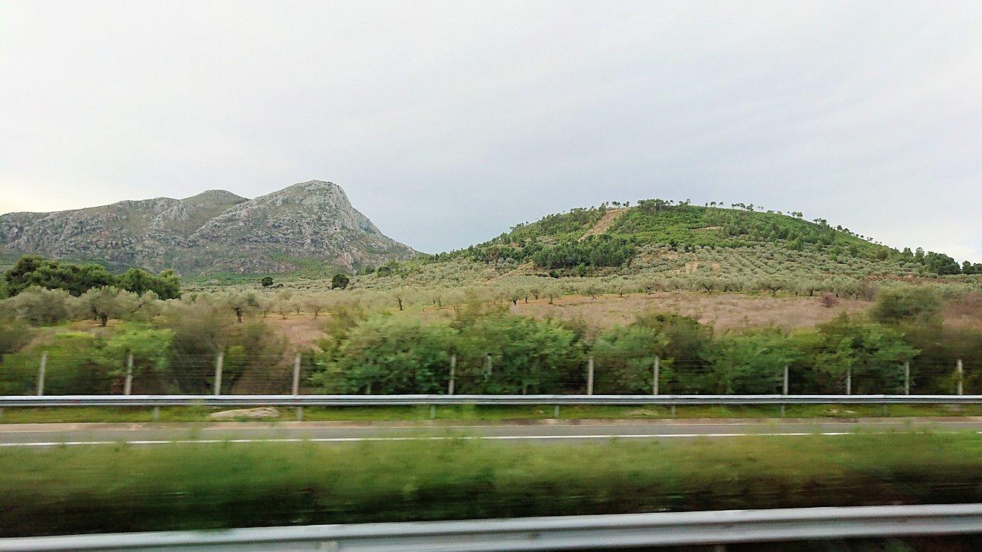 アテネからミケーネへ移動するバスの様子