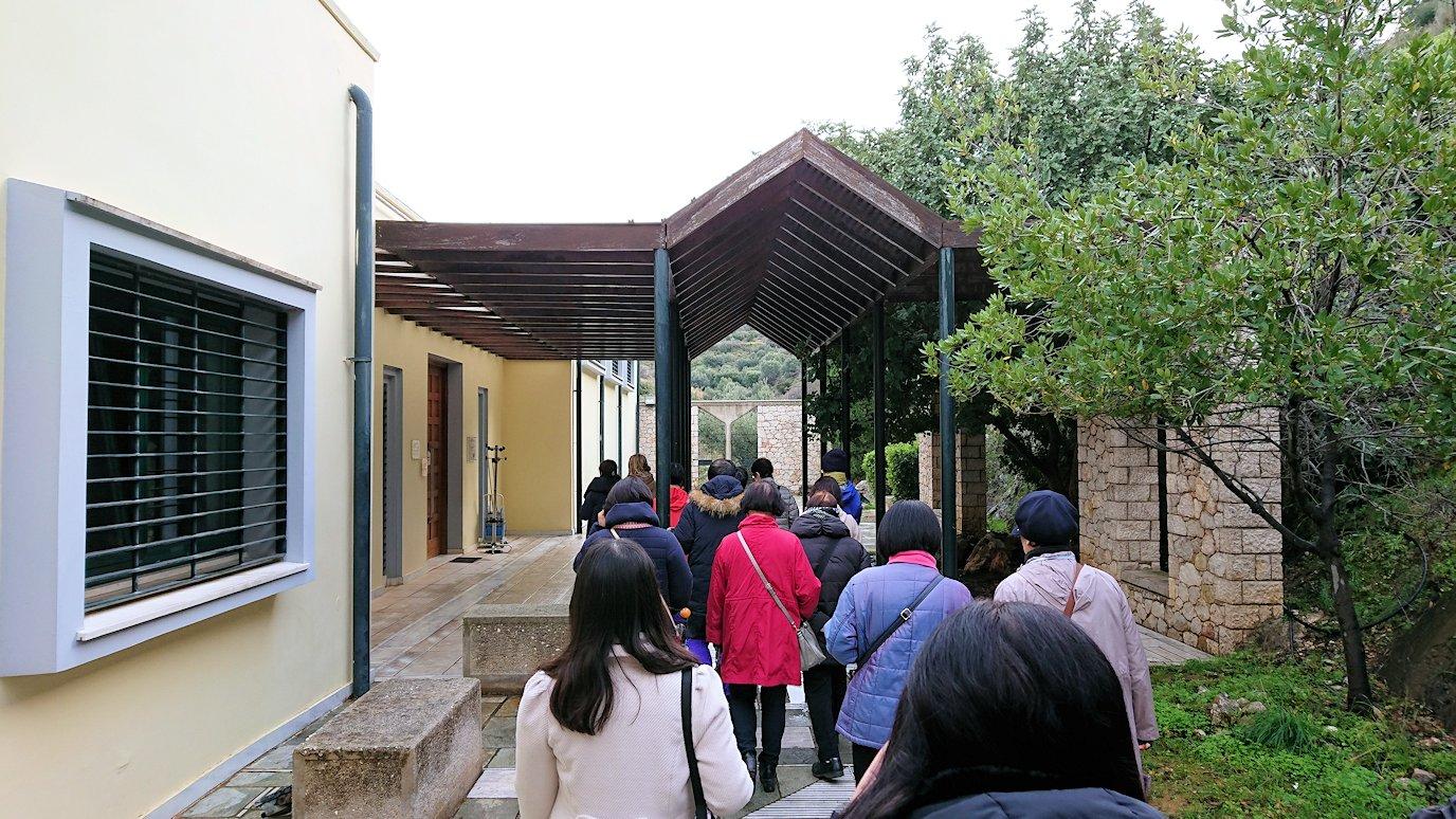 ミケーネの古代遺跡の博物館に向かう2