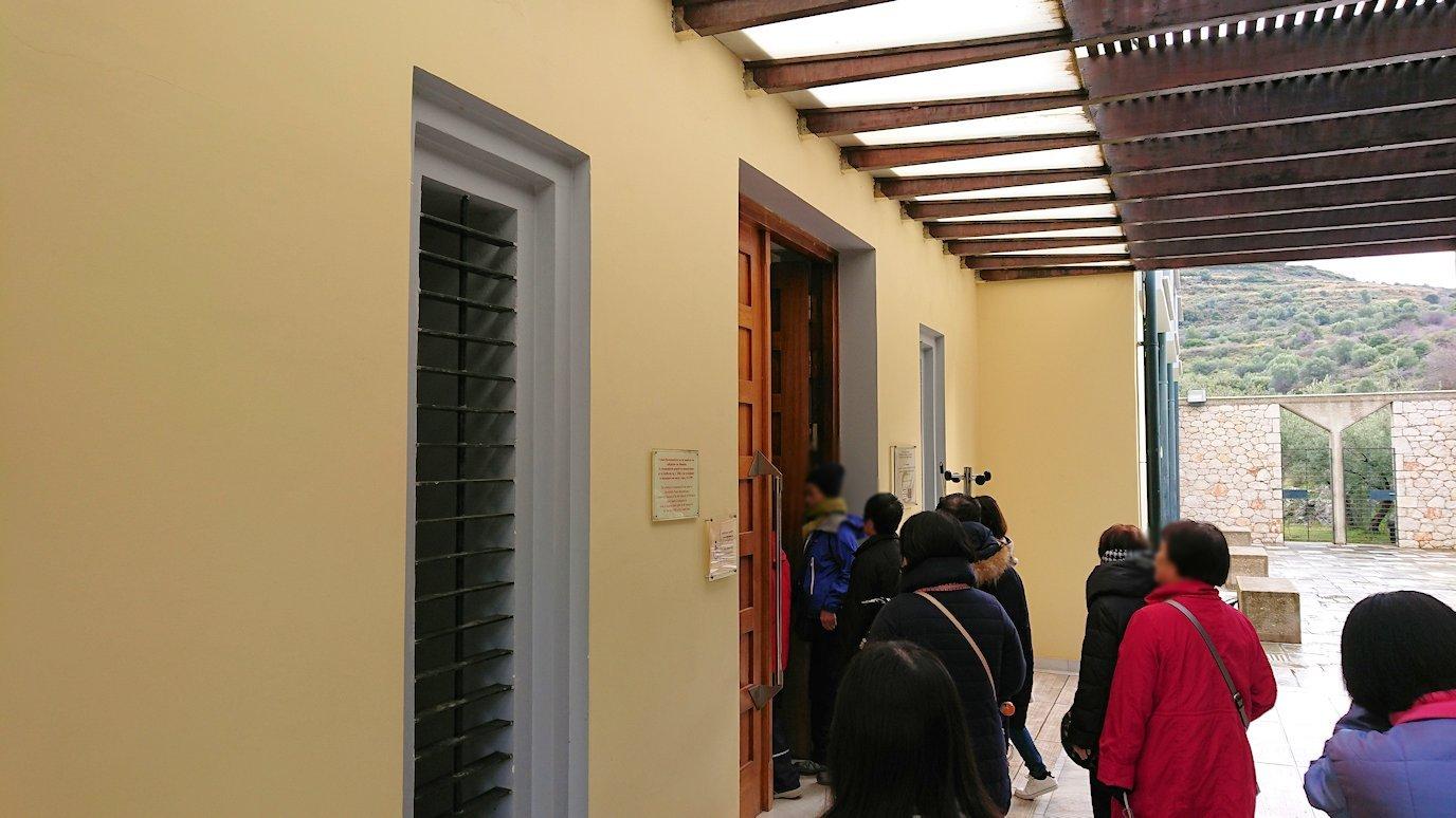 ミケーネの古代遺跡の博物館に向かう3
