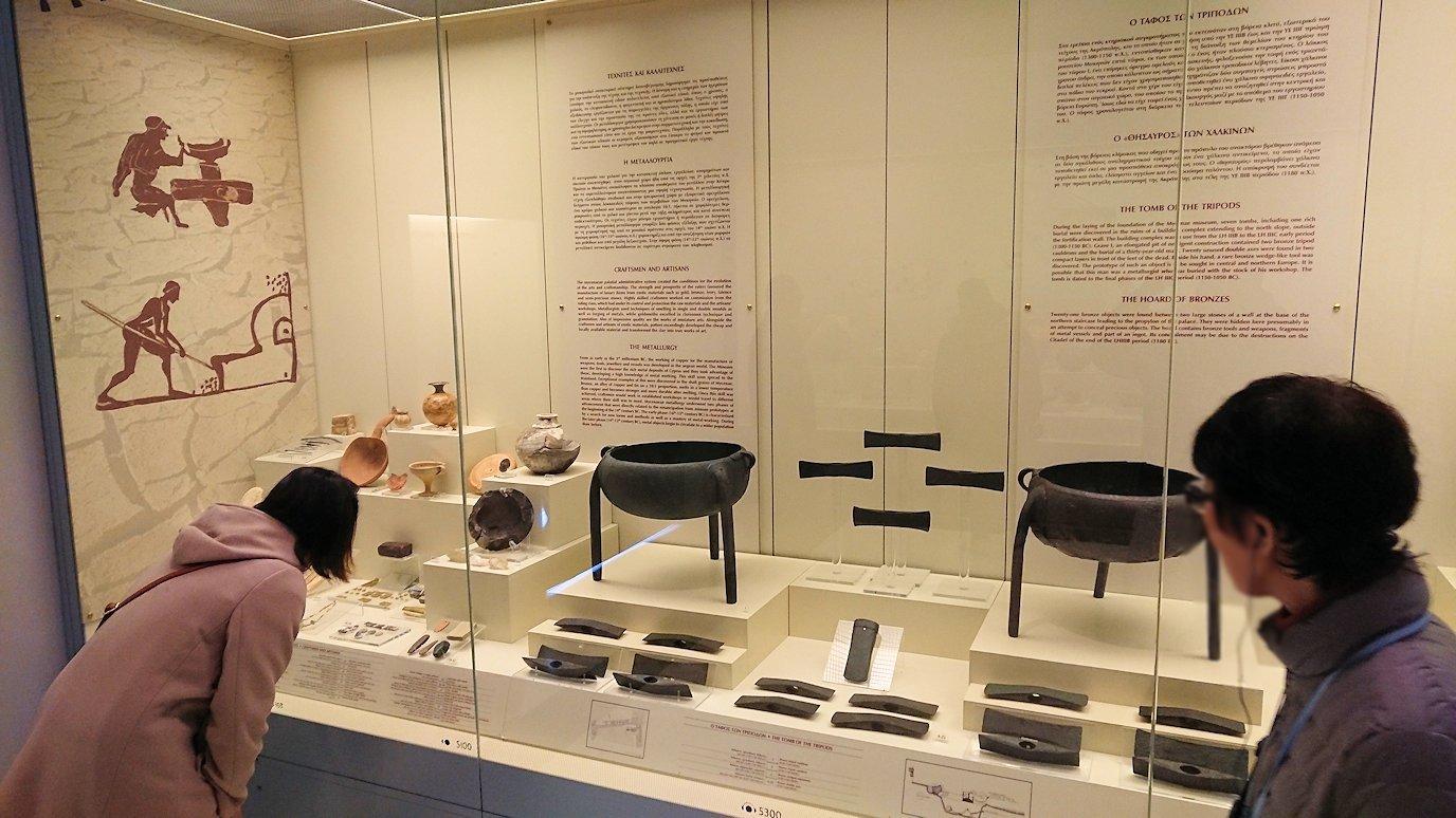 ミケーネ古代遺跡の博物館の土器などを見る4