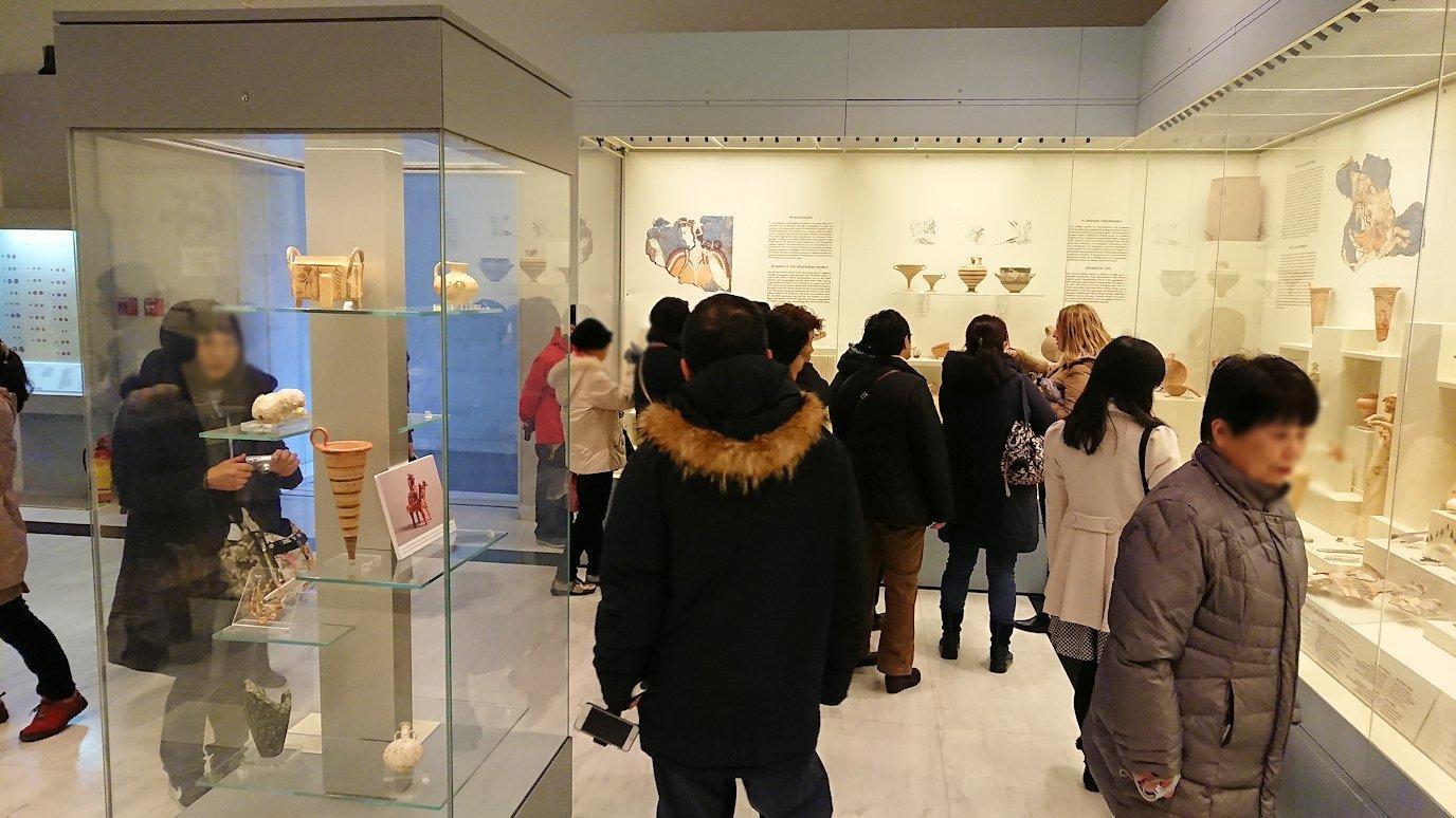 ミケーネ古代遺跡の博物館の土器などを展示物を見学2