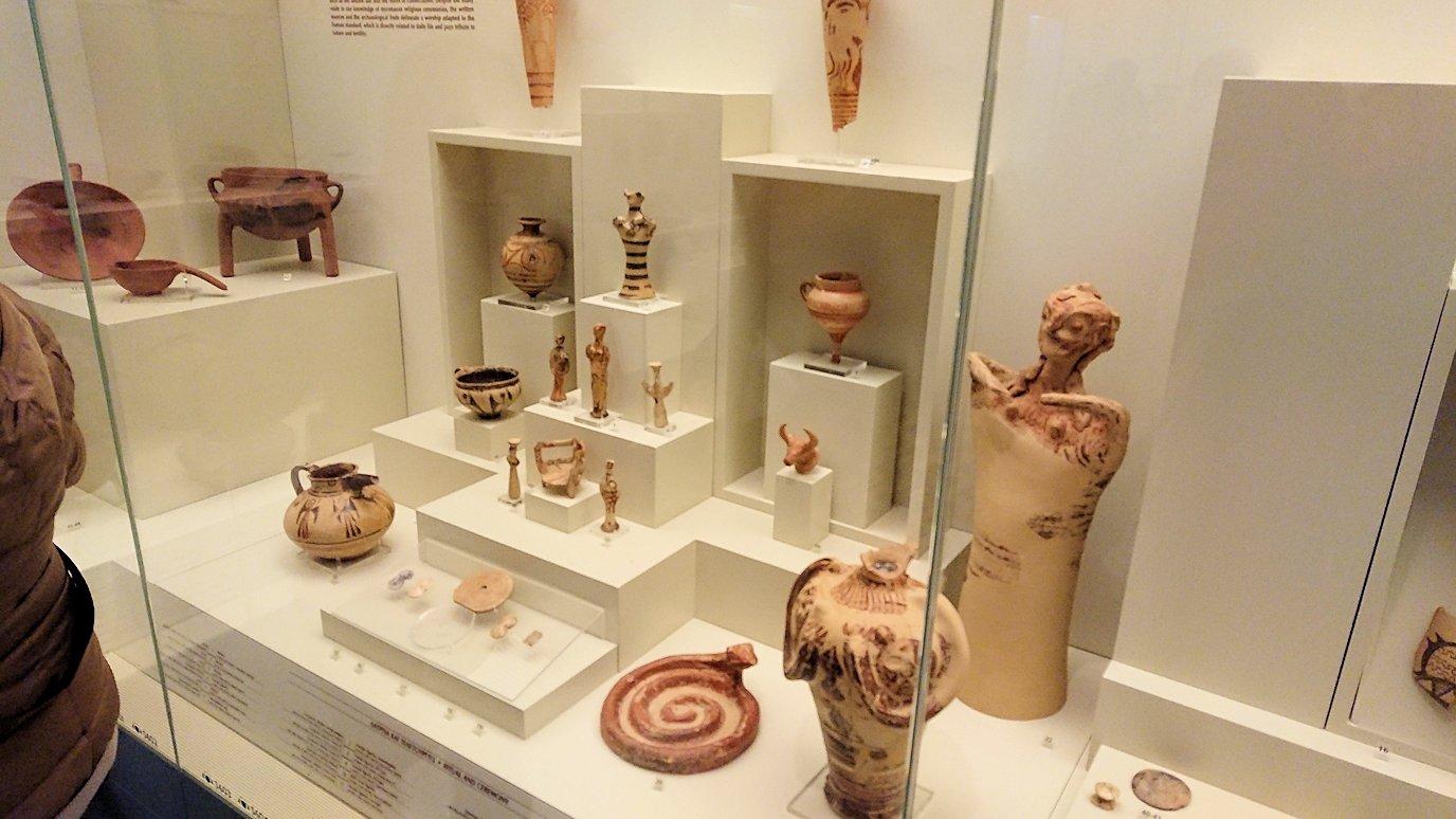 ミケーネ古代遺跡の博物館の土器などを展示物を見学3