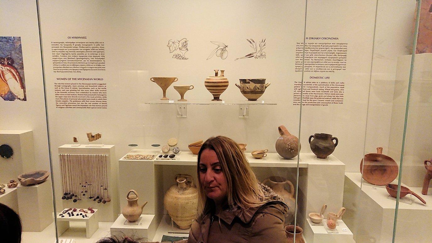 ミケーネ古代遺跡の博物館の土器などを展示物を見学4