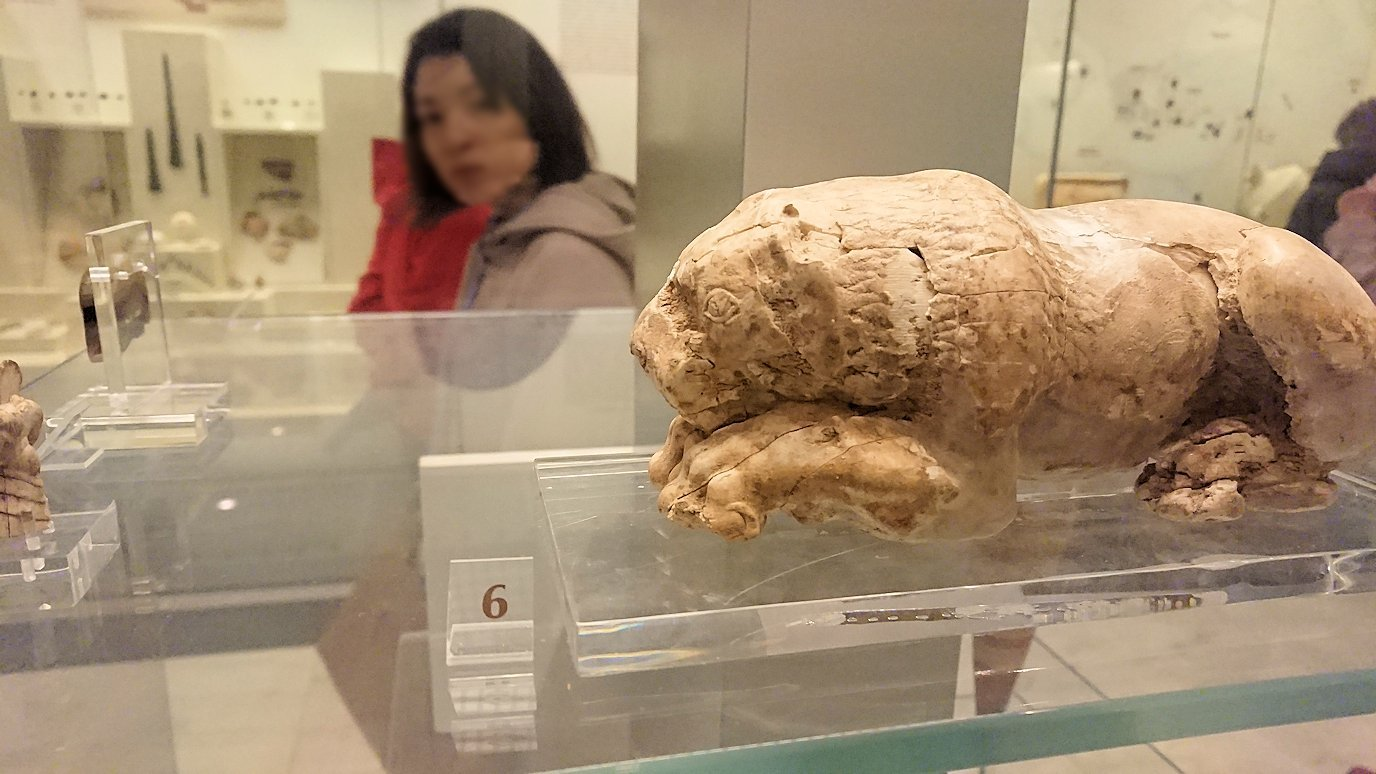 ミケーネ古代遺跡の博物館の土器などを展示物を見学6