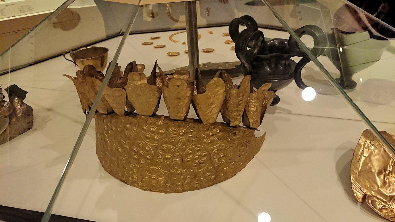 ミケーネ古代遺跡の博物館の展示物を見て回る6