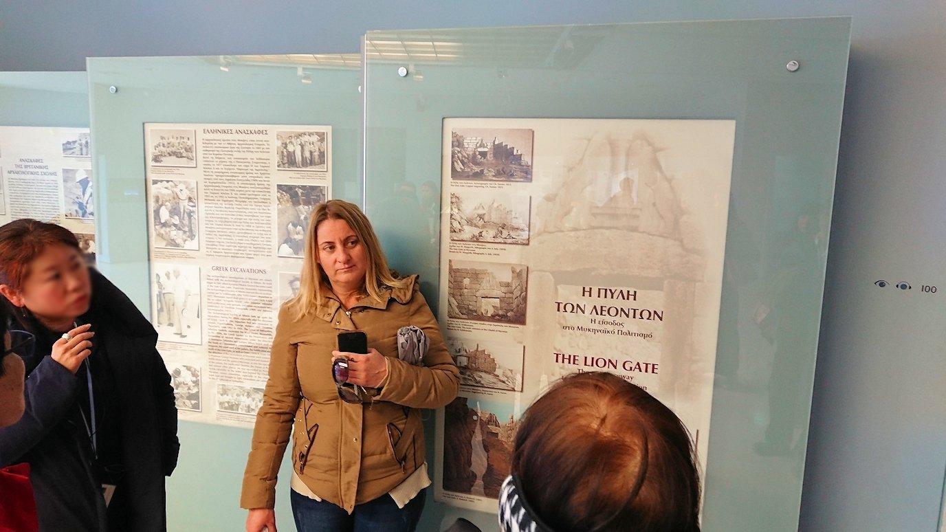 ミケーネ古代遺跡の博物館の展示物を見て回る4