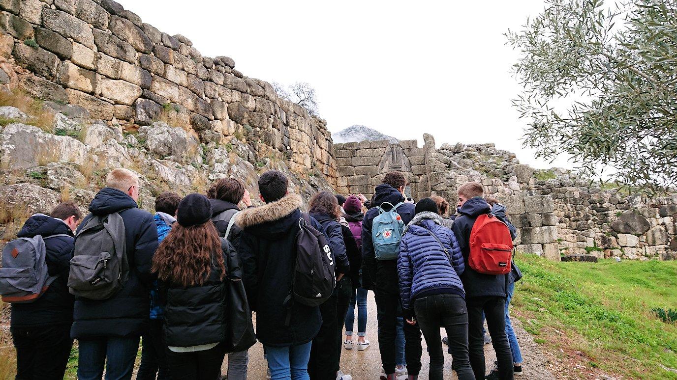 ミケーネ古代遺跡の博物館を出て遺跡に向かう