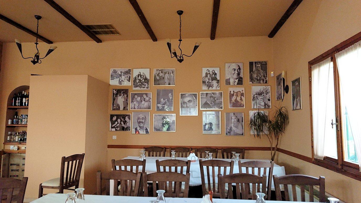 ギリシャのディアコフトのレストランの店内の様子