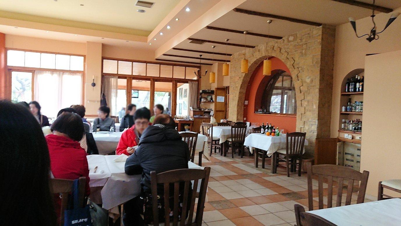 ギリシャのディアコフトのレストランの店内の様子2