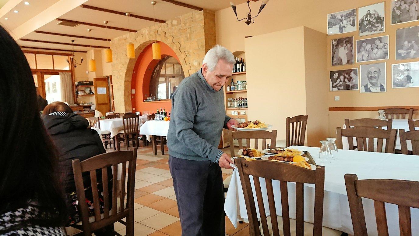 ギリシャのディアコフトのレストランの様子3
