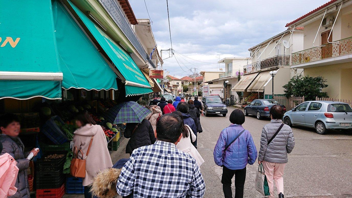 ギリシャのディアコフトのレストランの周辺