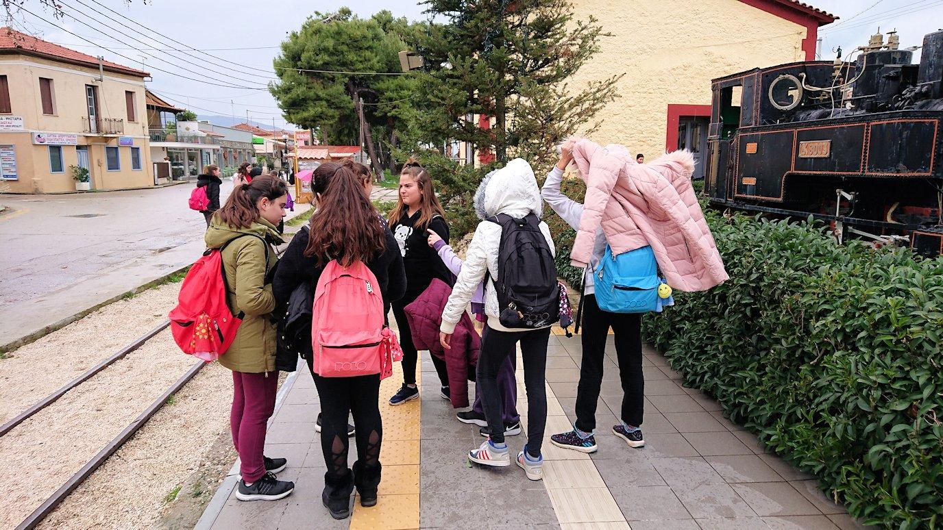 ギリシャのディアコフトのレストランから登山鉄道の駅に到着5
