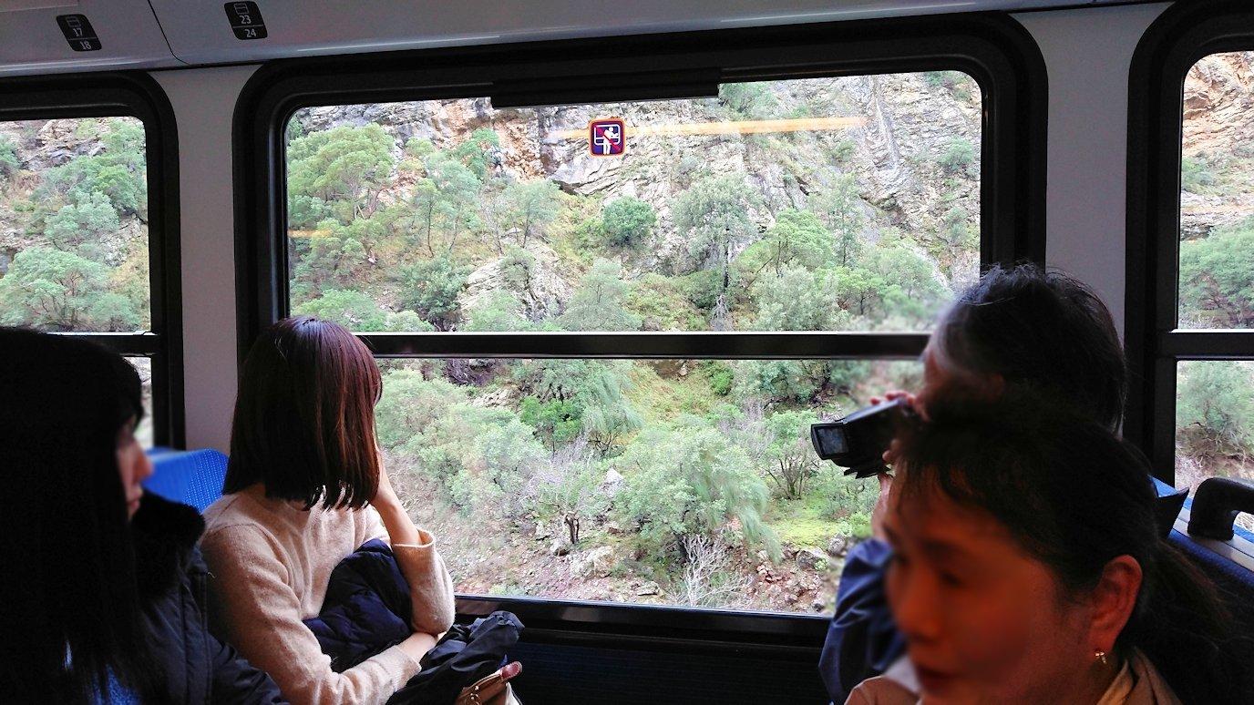 オドンドトス登山鉄道列車から見える絶景の写真4