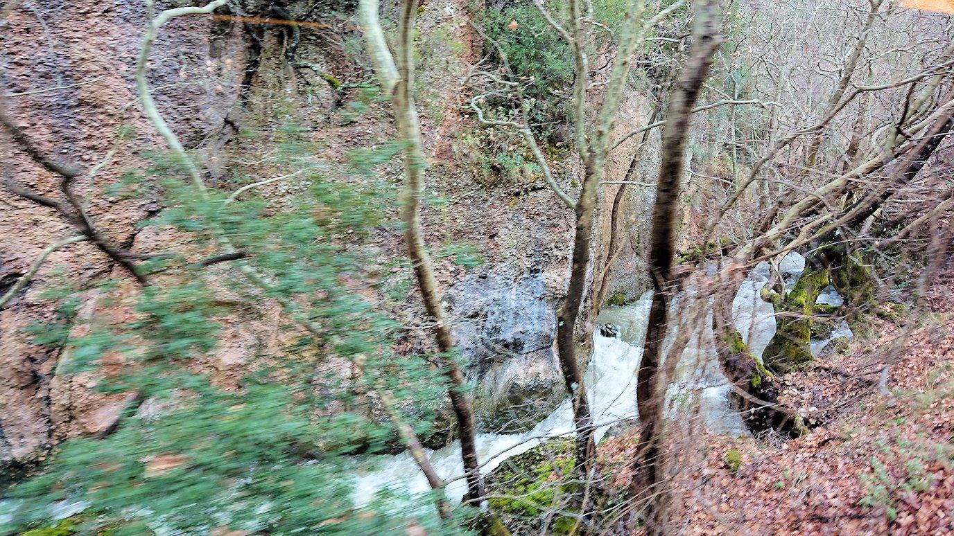 オドンドトス登山鉄道列車に乗ってカラヴリタに向かう道中の景色