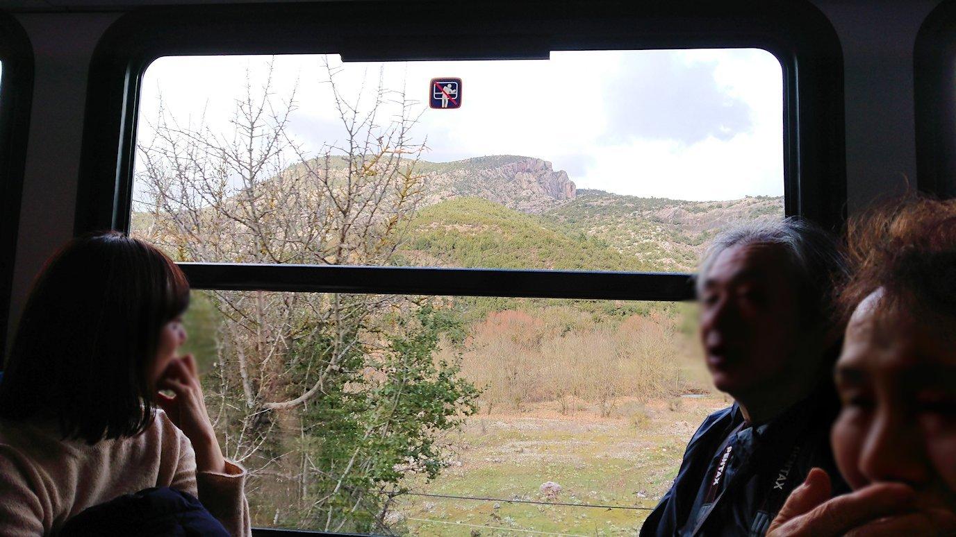 オドンドトス登山鉄道列車に乗ってカラヴリタに向かいます6