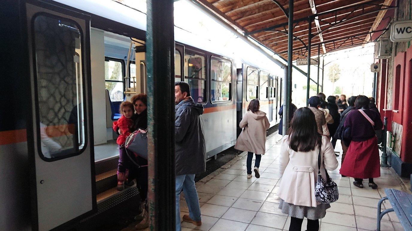 オドンドトス登山鉄道列車に乗ってカラヴリタに到着3