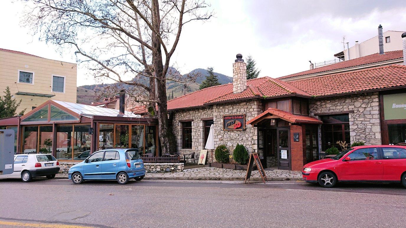 オドンドトス登山鉄道列車に乗ってカラヴリタに到着し辺りを見回す5