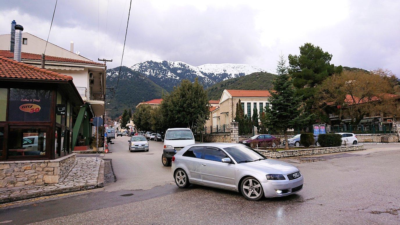 オドンドトス登山鉄道列車に乗ってカラヴリタに到着し辺りを見回す6