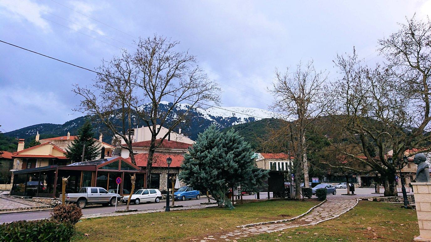 オドンドトス登山鉄道列車に乗ってカラヴリタの街並み5