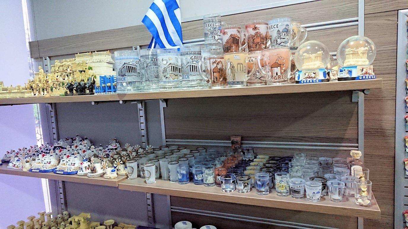 カラヴリタ街からアテネに向けてバスで移動し途中でお土産物屋さんで休憩を4