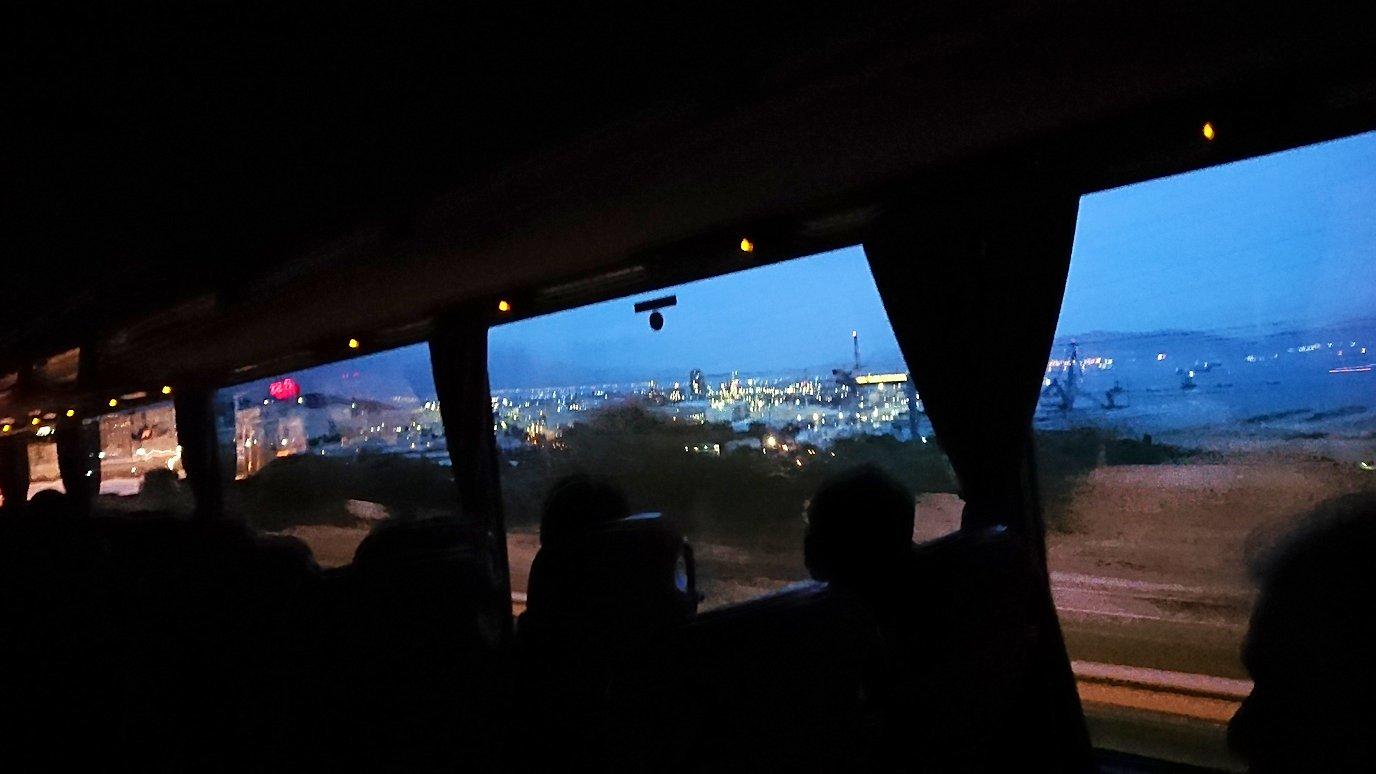 カラヴリタ街からアテネに向けてバスで移動し途中でお土産物屋さんから帰るバス