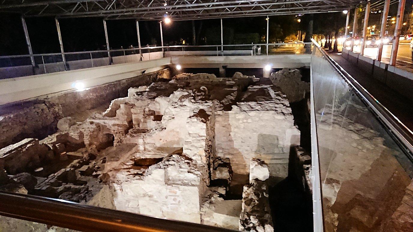アテネのハドリアヌス門を近くにあった何かの遺跡跡3