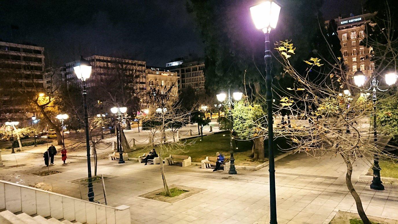 深夜のシンタグマ広場はひっそりしていた