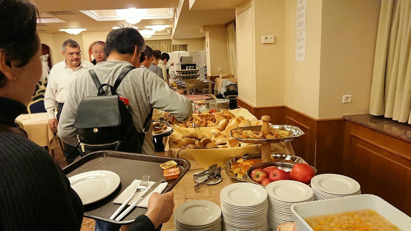 アテネのホテルにて朝食バイキングを食べる