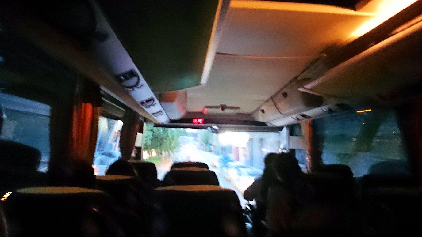 アテネのホテルからバスで移動