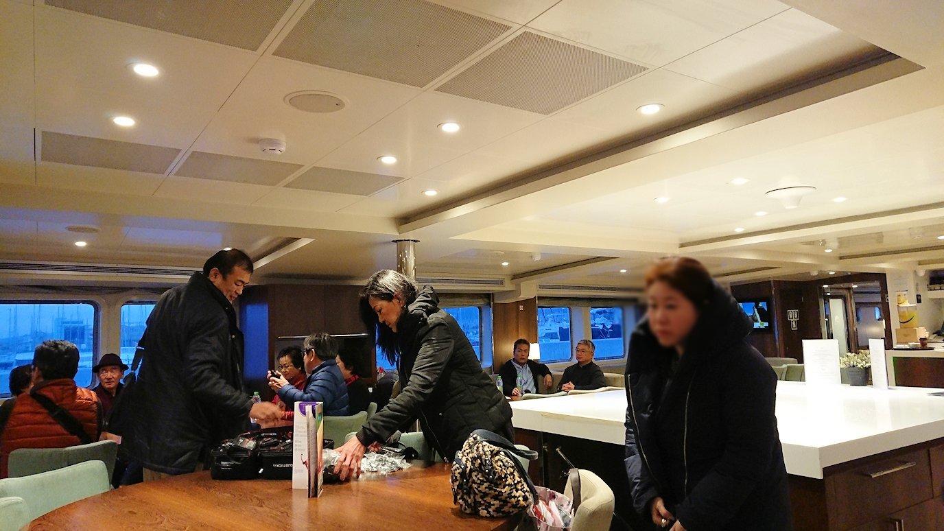 エーゲ海クルーズ船に乗り込み、船内の様子